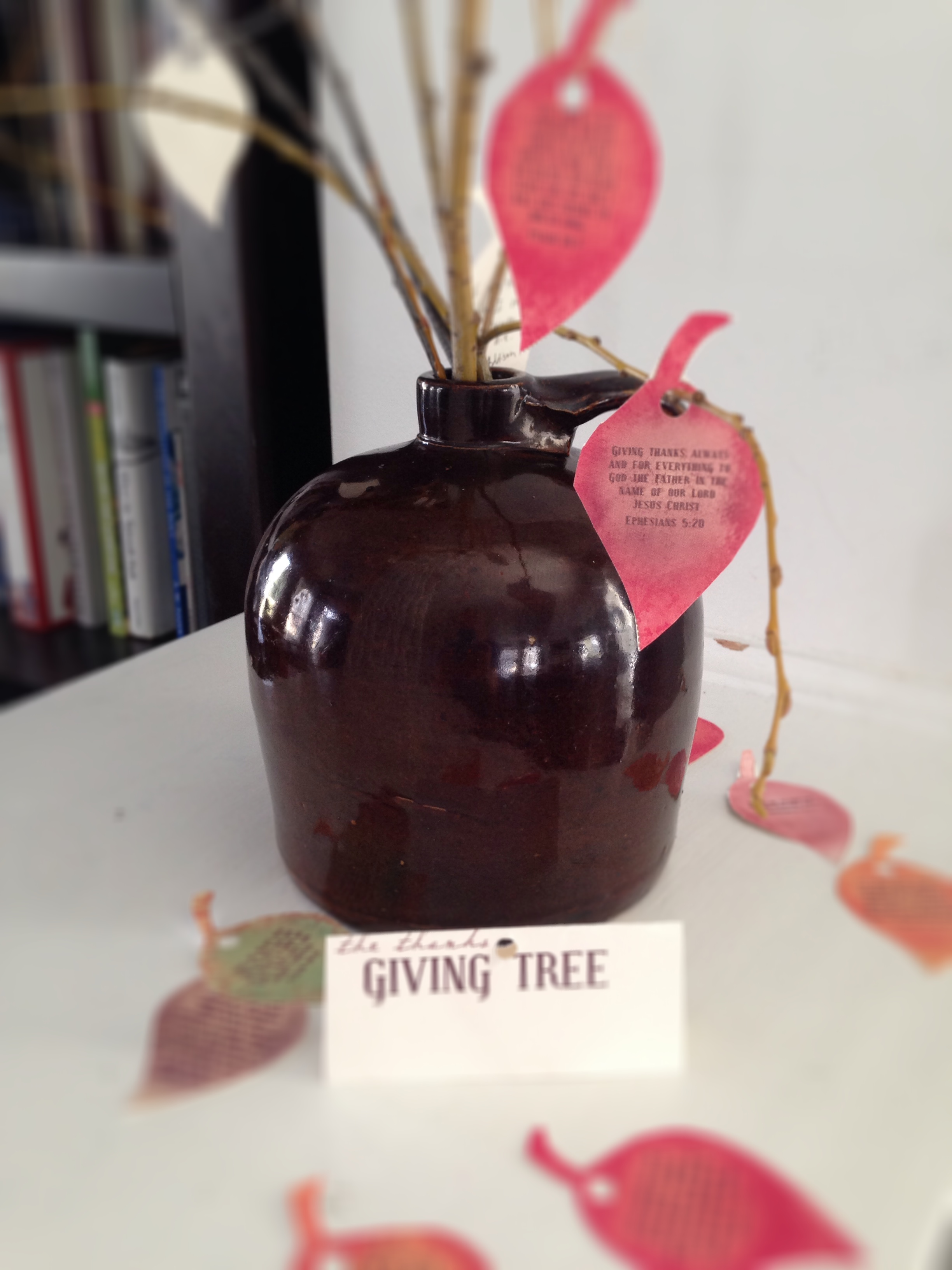 A Family Thanksgiving Tree {Teaching Gratitude}