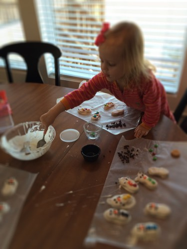 dipping snowman cookies