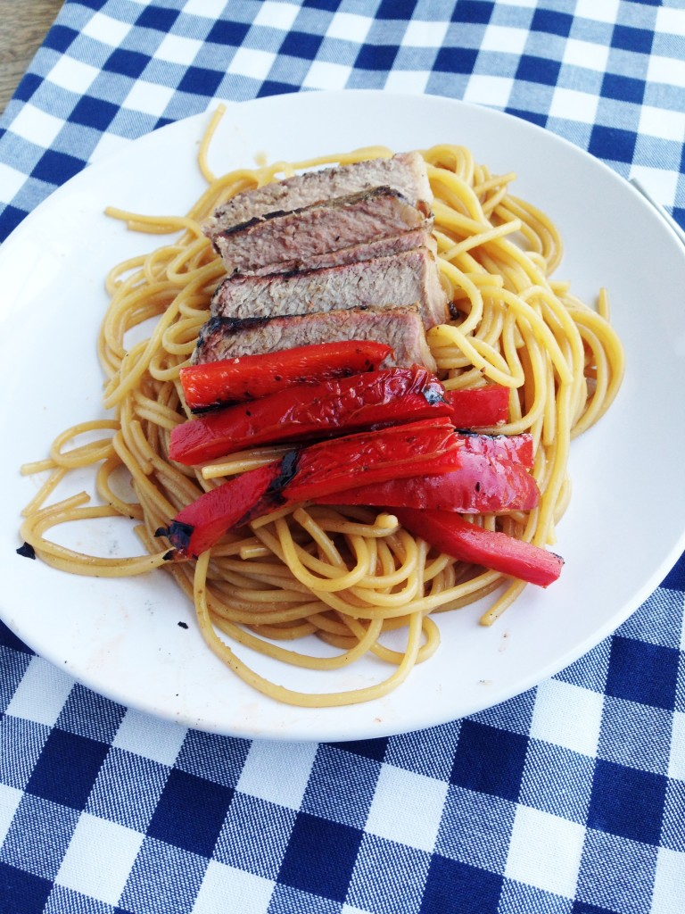 Easy Asian Noodles with Steak and Peppers