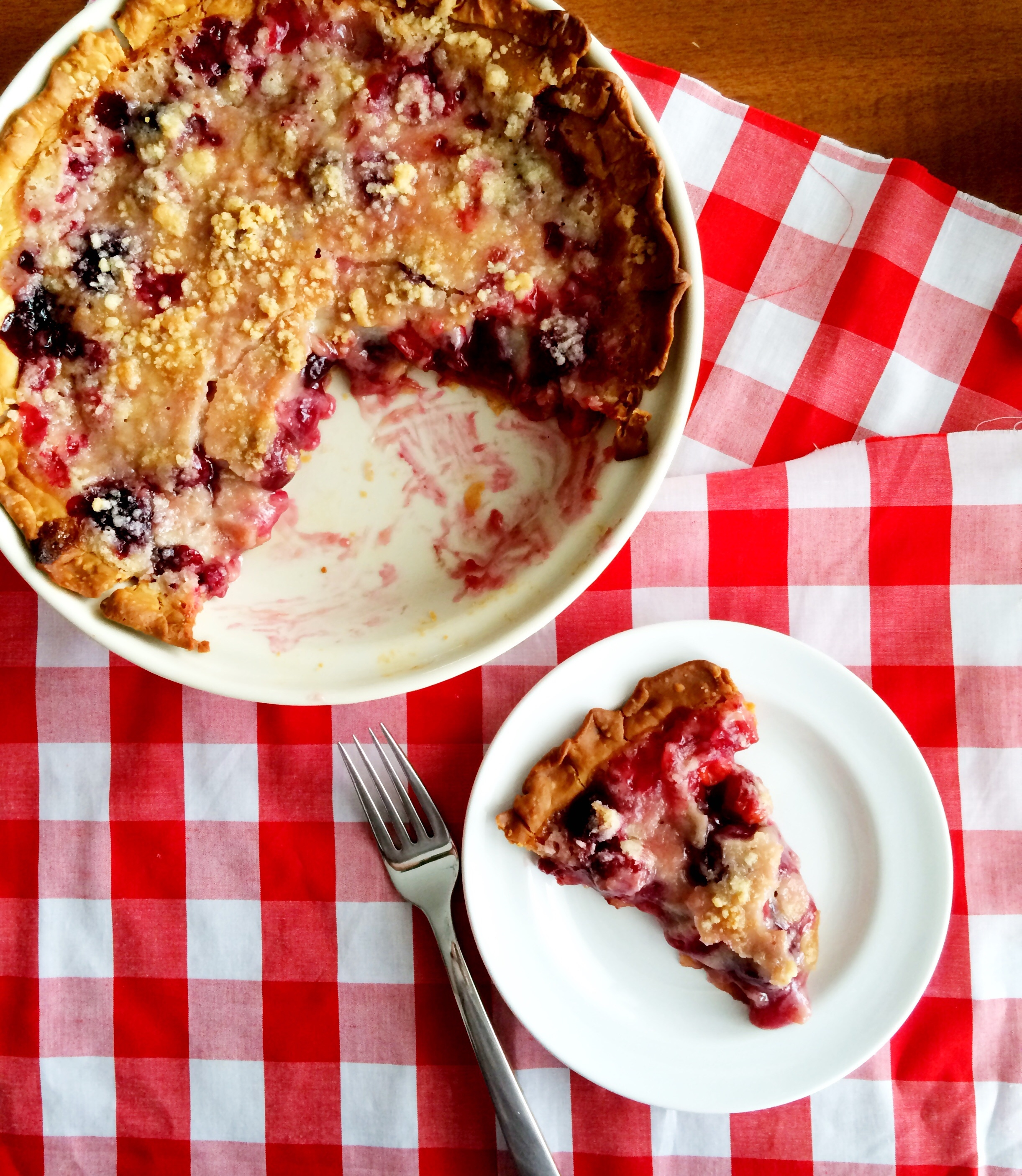 Crumb top cherry pie