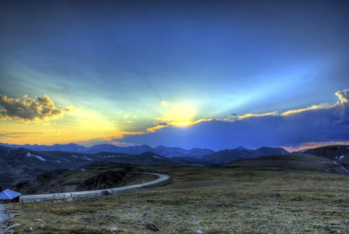 colorado-rocky-mountains-national-park-sunset-over-mountains-1