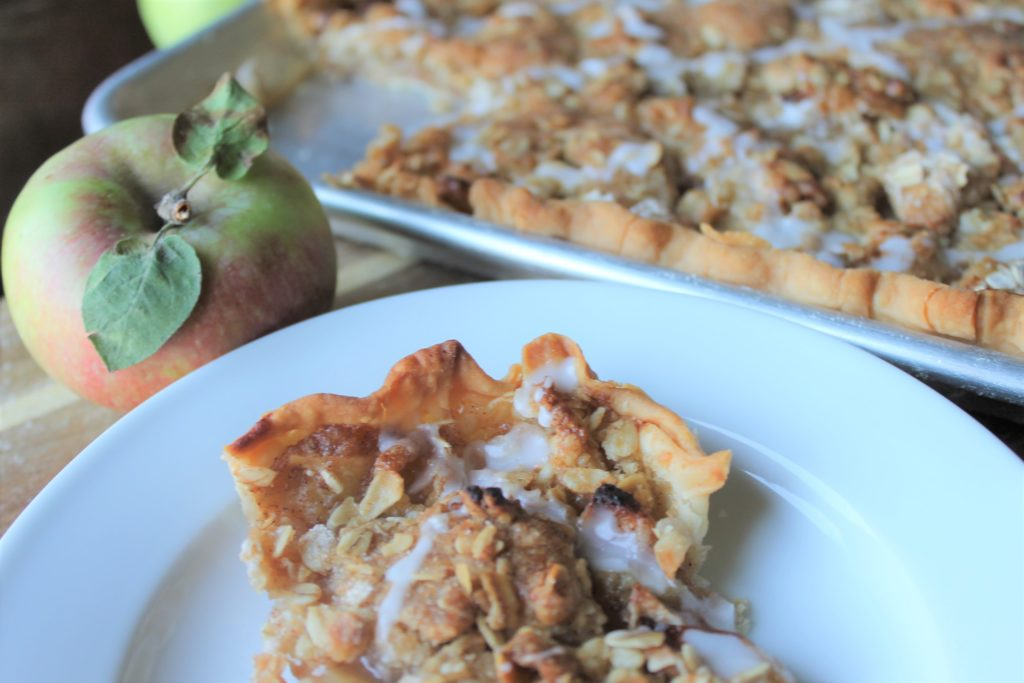 Crumb Topped Apple Slab Pie