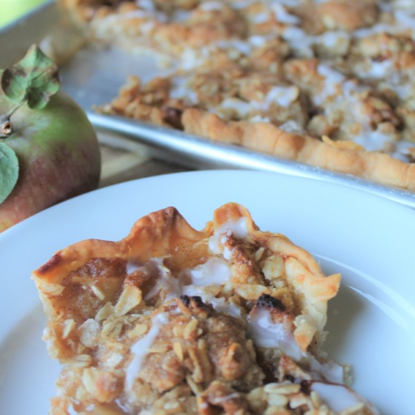 Crumb Topped Apple Slab Pie